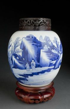 Emperor Kangxi era (1662-1722) blue and white Vase, Qing Dynasty.