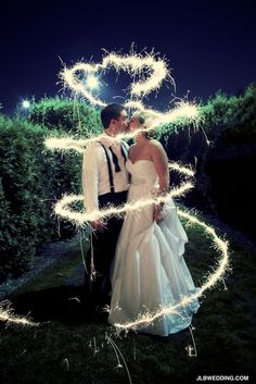 Sparkler Spiral Bride Groom Wedding, long exposure. I absolutely love this picture!