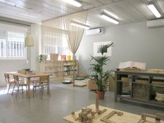 Ambient Alexandria - Escola Congrés-Indians I like the sheer drapes acting as a rom divider Preschool Classroom Layout, Preschool Decor, Montessori Classroom, Classroom Design, Classroom Decor, Calm Classroom, Learning Spaces, Learning Environments, Inspired Learning