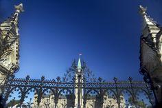 Gated Parliament Gate, Louvre, Street, Building, Travel, Voyage, Buildings, Roads, Viajes