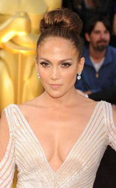 J.Lo's Glam Cat Eye: http://www.stylemepretty.com/2015/11/04/celebrity-hair-makeup-looks-to-steal-for-your-wedding/