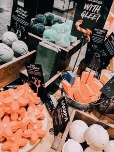 See more of stunning-vibes's VSCO. Lush Aesthetic, Aesthetic Makeup, Melt And Pour, Lush Cosmetics, Homemade Cosmetics, Lush Bath Bombs, Lush Products, Beauty Products, Funny Art