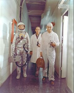 John Glenn, in his pressure suit, is escorted by NASA flight surgeon Dr. William Douglas and equipment specialist Joe Schmitt, as he leaves crew quarters prior to blasting off on the Mercury-Atlas 6 mission, (NASA) Nasa Photos, Nasa Images, Science Fiction, Project Mercury, Nasa Astronauts, Space Astronauts, Launch Pad, Space Race, Space Program