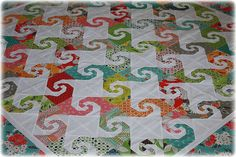 The Snail Trail Quilt Block! Unique Flexible and Simple to Make it. - Page 2 of 2 - Keeping u n Stitches Quilting Quilting Tutorials, Quilting Projects, Quilting Designs, Sewing Projects, Quilting Ideas, Patchwork Patterns, Quilt Patterns, Quilting Rulers, Little Corner