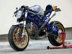 Naked superbike
