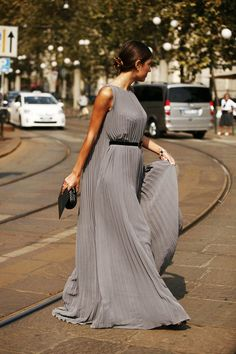 Best Street Style Looks at Milan Fashion Week Spring/Summer 2014 Best Formal Dresses, Casual Dresses, Short Dresses, Dress Formal, Classy Evening Gowns, Evening Dresses, Garance, Mom Dress, Grey Fashion