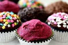 sparkly cupcakes- what is better than glitter and cupcakes?!