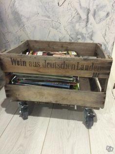 Vanha puulaatikko pyörillä