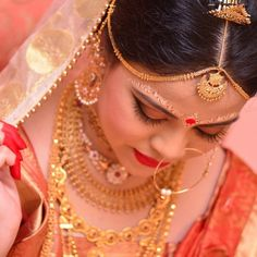 Gold Jewelry For Cheap Bengali Bridal Makeup, Bengali Wedding, Bengali Bride, Bengali Art, Indian Bridal, Wedding Bride, Bridal Make Up, Bridal Looks, Bridal Style