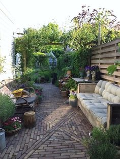 If you are looking for the best garden design, you have come to the right place. Small Courtyard Gardens, Back Gardens, Small Gardens, Outdoor Gardens, Small Urban Garden Design, Backyard Garden Design, Small Garden Inspiration, Contemporary Garden Rooms, Corner Garden