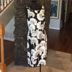 """❌SOLD❌ Kate Spade Black & White Floral Dress WORN ONCE. 38"""" bust, 32"""" waist, 41"""" length. 100% silk, gold zipper back enclosure. Great for early fall, wear  with back jacket as it gets colder. Classy black bow on collar, detailing at the neck. 2 pleats at the waistline. kate spade Dresses"""