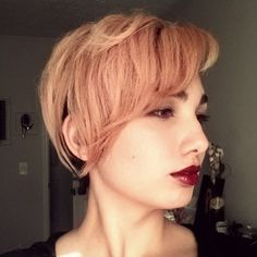 But with a more severe cut, the result is also intriguing. | 12 Reasons Rose Gold Is The Most Magical Shade To Dye Your Hair