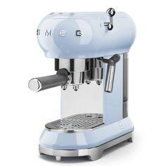 ECF01PBEU: Machine à café expresso Smeg conçu en Italie, dispose de caractéristiques fonctionnelles de haute qualité avec un design qui conjugue style et haute technologie. Découvre-le sur www.smeg.fr