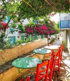 Folegandros, Greece Beautiful World, Beautiful Places, Dive Resort, Sailing Adventures, Greece Islands, Sail Away, Al Fresco Dining, Outdoor Furniture Sets, Outdoor Decor