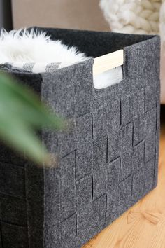 DIY Felt Box Diy Recycled Storage, Recycling Storage, Diy Storage Boxes, Diy Gift Box, Diy Box, Cardboard Storage, Cardboard Boxes, Glue Gun Projects, Crochet Rug Patterns