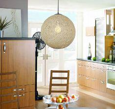 La boule de lampe est un luminaire à se procurer absolument pour un éclairage spécial au quotidien. A part cela, elle est aussi un élément décoratif que l'on retrouve dans presque toutes les … Lamp Redo, Lamp Makeover, Farmhouse Lamps, Rustic Lamps, Contemporary Lamp Shades, Modern Lamps, Design Your Own Home, Floor Lamp Shades, Tall Lamps