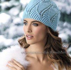 Красивая шапка ажурным узором спицами
