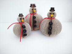 Je aime le pliage et la découpe du papier !  Ces Roly Poly livre bonhommes de neige avec des chapeaux , des nez de carotte et foulards de ruban  Si mignon! Chaque maison devrait avoir un pour Noël...