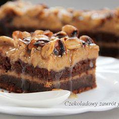 Ciasto czekoladowe z kremem mascarpone, karmelem i słonymi fistaszkami