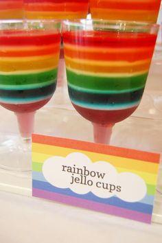 Copas con gelatina de colores formando el arco iris de My Little Pony