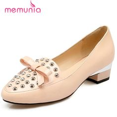 49.92$  Buy here - http://alibh6.shopchina.info/go.php?t=32774010334 - MEMUNIA 2017 Sweet fashion wedding party shoes women rivets bowtie genuine leather shoes low heels pumps four seasons shoes  49.92$ #aliexpressideas