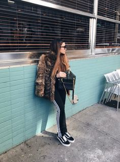 Hello weekend ❤️   #kisterss #kisterss_shop #ysl #yvessaintlaurent #vans #vansgirls #nyc #manhattan #coffeeshop #kisterss_sunglasses #weekend