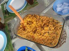 500 g de camarão limpo  - 300 g de mexilhão limpo  - 2 tomates picados  - 1 cebola picada  - 1 colher de pimentão picado  - 5 dentes de alho amassados  - 1 maço de coentro  - 3 colheres de azeite  - 2 colheres de óleo  - 2 copos americano de arroz crú  - 1 litro de leite de vaca (não é de coco)  - 1 colher de sopa de sal  - 1 colher de sopa de colorau  -