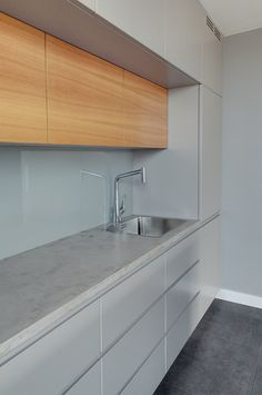 Minimalist Kitchen Cabinets, Kitchen Cabinet Design, Kitchen Redo, Interior Design Kitchen, Kitchen Remodel, Luxury Kitchens, Home Kitchens, Kitchen Lighting Design, Beautiful Kitchens