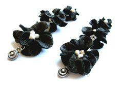 Pearls & Leather earrings / Leather flower earrings by MayaOtRaya, €35.00