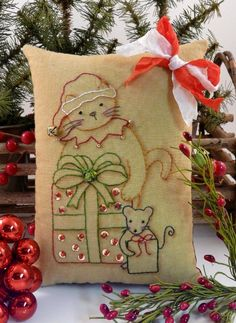 Christmas Santa Cat Mouse embroidery Pattern by Hudsonsholidays