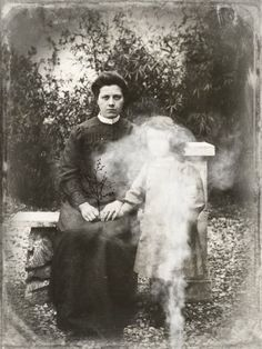 Wonderful example of Victorian Spirit photography.Is this a mother visiting her daughters' grave? Ghost Images, Ghost Pictures, Spooky Pictures, Creepy Photos, Paranormal, Spirit Photography, Ghost Hauntings, Peculiar Children, Real Ghosts