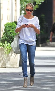ee16bace7fd8 Gallery of photos showing Cameron Diaz styles. Cameron Diaz dress sense