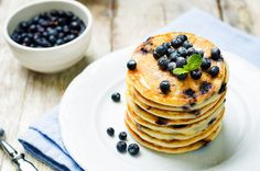 Do's and Don'ts for Perfect Pancakes - Chefs Corner Store Butter Pancakes, Blueberry Pancakes, Paleo Crockpot Recipes, Apple Recipes, Crockpot Meals, Easy Recipes, How To Make Pancakes, Frozen Blueberries, Perfect Breakfast