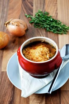 Gratineret fransk løgsuppe Soup Recipes, Dinner Recipes, Healthy Recipes, Food Plus, Cook N, Gazpacho, Diy Food, Food Photography, Food And Drink