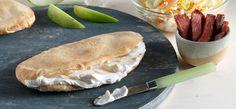 Philadelphia Κυπριακή πίτα με σαλάτα λάχανο, κρητικό απάκι και Philadelphia