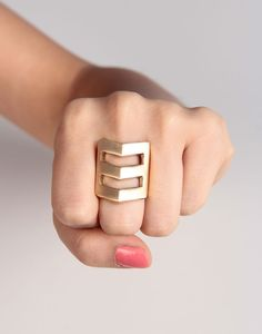 I don't wear much jewellry but I'd wear this.