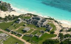 most beautiful view of mexico pyramids? Mayan pyramid ruins in cancun called Tulum its a must see! Tulum Mexico, Mexico City, Riviera Maya, Tulum Ruins, Mayan Ruins, Mexico Vacation, Mexico Travel, Cancun Tours, Maya Architecture