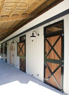 Equine System provides inexpensive interior Dutch door for your barn. These doors are easy to install and can make your barn brighter. Dream Stables, Dream Barn, Horse Stables, Horse Barns, Horse Barn Designs, Barn Stalls, Farm Barn, Farm 2, Interior Barn Doors