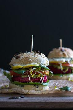 Rote Bete Burger mit Ciabatta Buns // Red Beet Burger with Ciabatta Buns