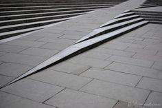 Ejemplos de rampas integradas en escaleras
