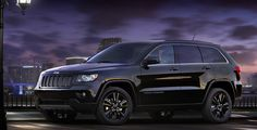 2015 Jeep Grand Cherokee SRT8 black color with black rims