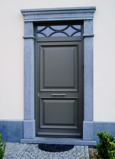 porte d 39 entr e porte 1900 avec grille en fonte porte clous portes anciennes hall pinterest. Black Bedroom Furniture Sets. Home Design Ideas
