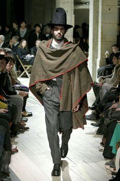 Yohji Yamamoto Fall 2012 Menswear Fashion Show Boy Fashion, Fashion Show, Mens Fashion, Fashion Design, Poncho Pattern Sewing, Yoji Yamamoto, Rare Clothing, Moda Formal, Lolita