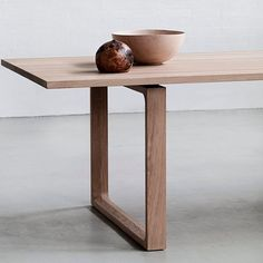 what a table : MÖRBYLÅNGA by Ikea.