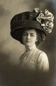 art that makes you smile | art nouveau fashion | Hats That Make Me Smile