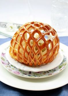 This is actually just puff pastry with simple lattice cut-outs, did this with a pear tart :)