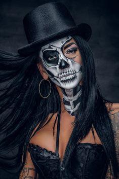 Yeux Halloween, Halloween Costume Couple, Halloween Eyes, Group Halloween, Amazing Halloween Makeup, Halloween Makeup Looks, Haloween Makeup, Halloween Makeup Sugar Skull, Scarecrow Makeup