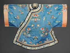 Woman's domestic robe (ao) Chinese (Han) (Qing dynasty) Museum of Fine Arts, Boston Chinese Traditional Costume, Traditional Outfits, Historical Costume, Historical Clothing, Art Costume, Folk Costume, Thai Fashion, Chinese Embroidery, Chinese Clothing