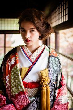 くくる(CUCURU) 幔幕疋田松に鶴 Japanese Wedding Kimono, Japanese Kimono, Japanese Girl, Traditional Wedding Dresses, Traditional Outfits, Traditional Japanese, Japanese Beauty, Asian Beauty, Japanese Costume