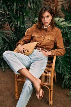 Olivia Edit Lounges in Ese o Ese Spring 2020 Campaign (Fashion Gone Rogue) Fashion Brand, Fashion Show, Fashion Tips, The Brunette, Campaign Fashion, Lightweight Jacket, Sustainable Fashion, Sustainable Style, Warm Weather